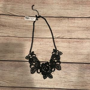 💰NWT New York & Company Black Rose Metal Necklace